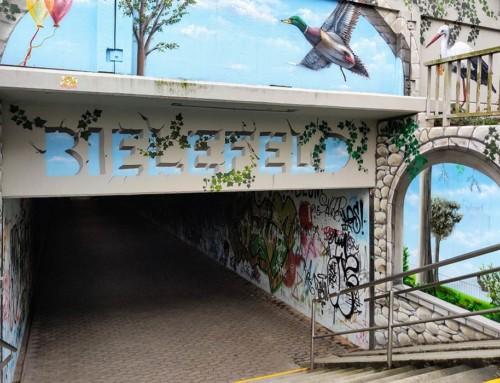 Fußgängertunnel mit legalem Graffiti
